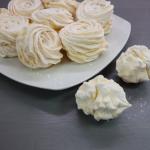Песочный торт на сковороде с персиковой начинкой
